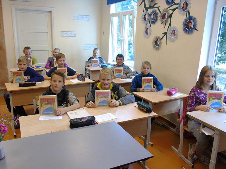 Pateicoties pašvaldību un uzņēmēju ziedojumiem, turpat 20 000 skolēnu visā Latvijā jauno mācību gadu uzsāk ar sava dizaina dienasgrāmatām!