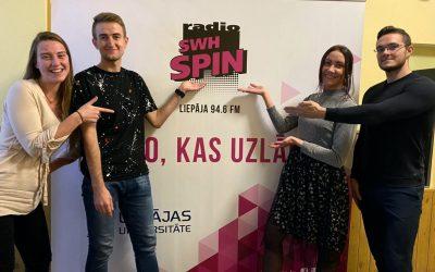 """21. oktrobrī  """"Zinātnes un inovāciju parks"""" komandas dalībnieki Amanda Bērziņa un Gatis Sprūds sniedza interviju Radio SWH SPIN."""